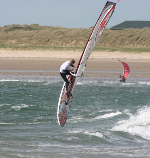 gal/2005/Wave_Champs-Rhosneigr/simon_hurray.jpg