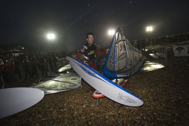 gal/2006/Fat_Face_Festival/night_windsurfing/john_hibbard_001.jpg