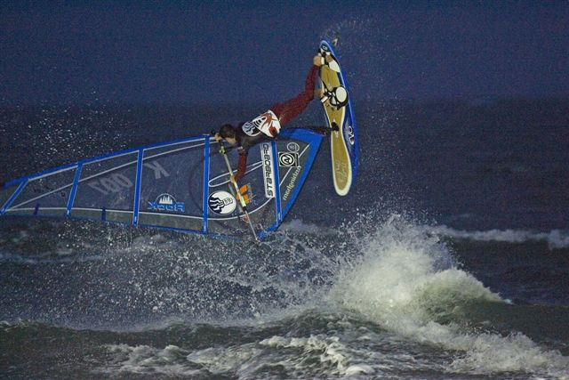 gal/2006/Fat_Face_Festival/night_windsurfing/john_hibbard_003.jpg