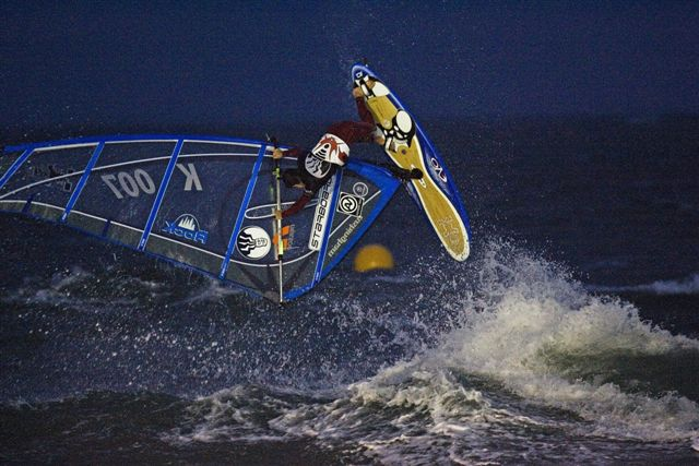 gal/2006/Fat_Face_Festival/night_windsurfing/john_hibbard_005.jpg
