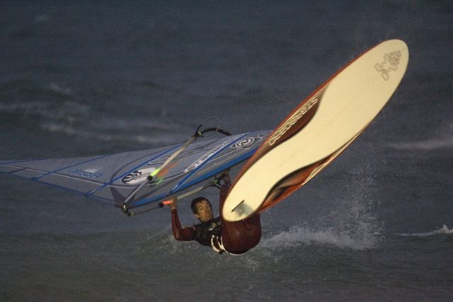 gal/2006/Fat_Face_Festival/night_windsurfing/john_hibbard_008.jpg